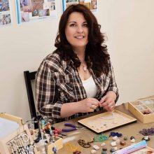 eva-photo-jewellery-maker-at-work